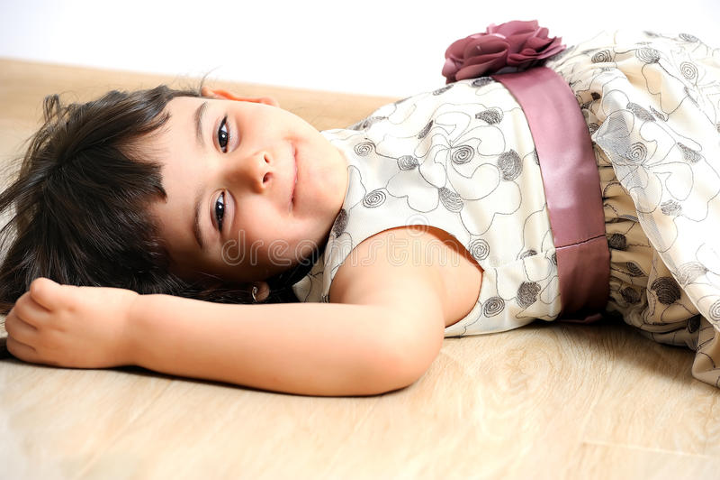 Portret powabna mała dziewczynka. zdjęcia stock