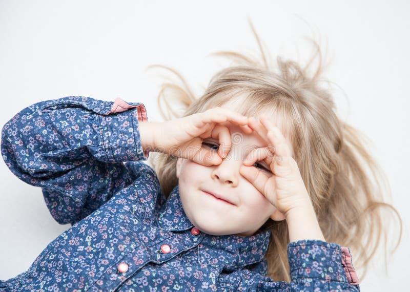 Portret powabna mała dziewczynka zdjęcie royalty free