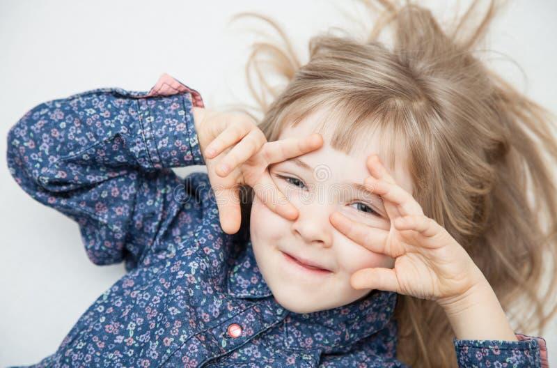Portret powabna mała dziewczynka fotografia royalty free
