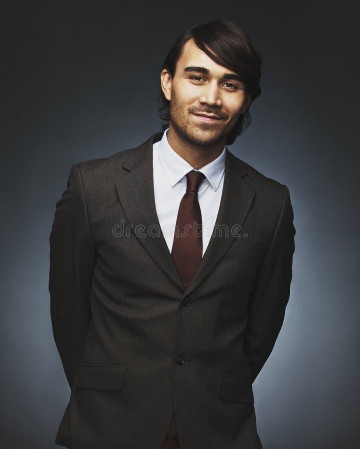 Portret powabny młody biznesmen zdjęcie royalty free