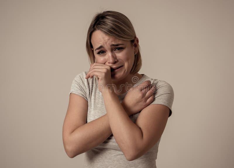 Portret przygnębiony kobiety uczucie desperacki w bólu i Ludzcy wyrażenia i emocje zdjęcie royalty free