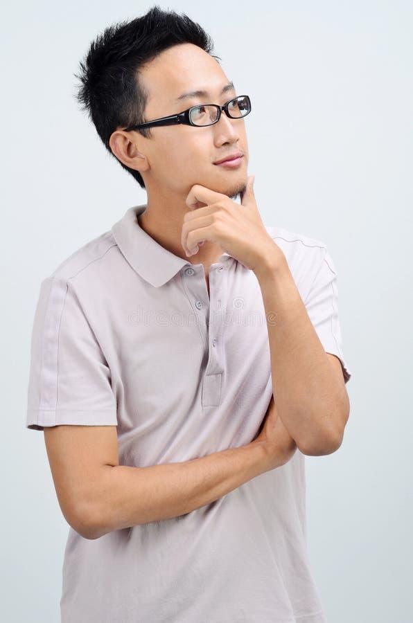 Portret przypadkowy Azjatycki mężczyzna główkowanie obraz royalty free