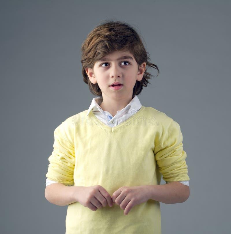Portret przystojna młoda chłopiec odizolowywająca obraz stock