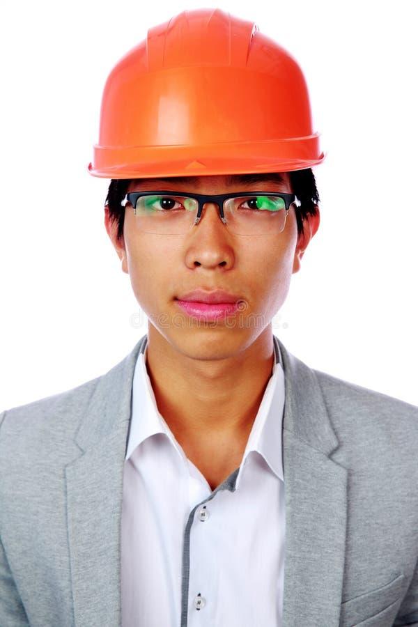 Portret przystojny azjatykci mężczyzna w hełmie zdjęcia royalty free