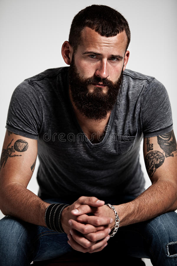 Portret przystojny brodaty mężczyzna obraz royalty free