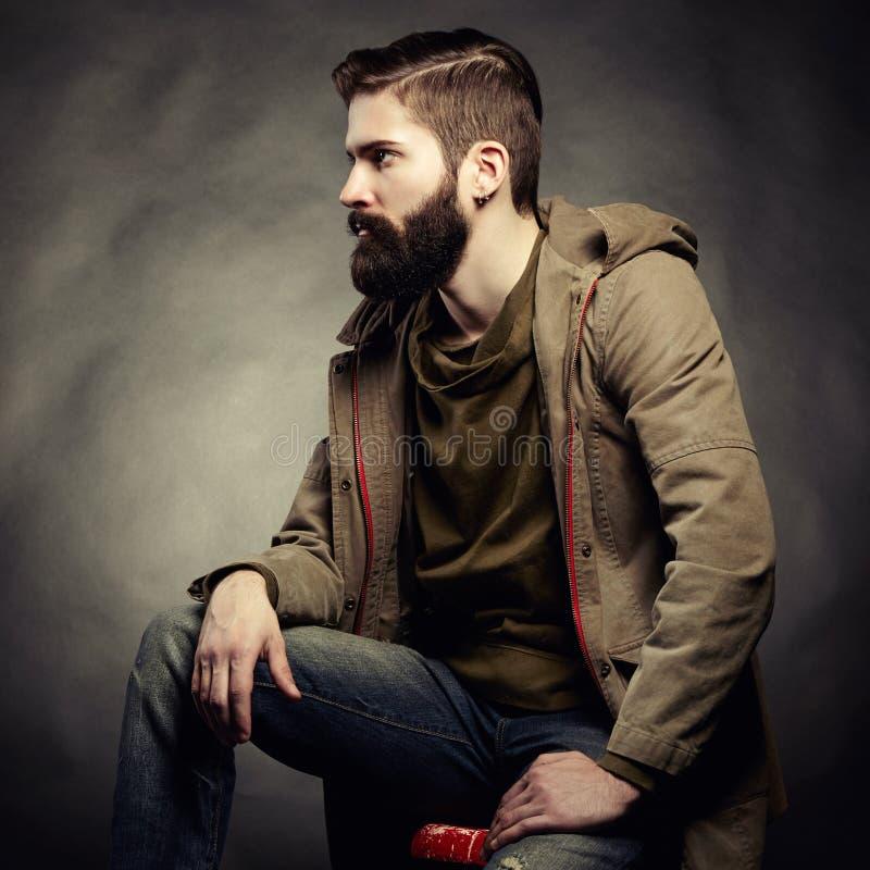 Portret przystojny mężczyzna z brodą zdjęcie royalty free