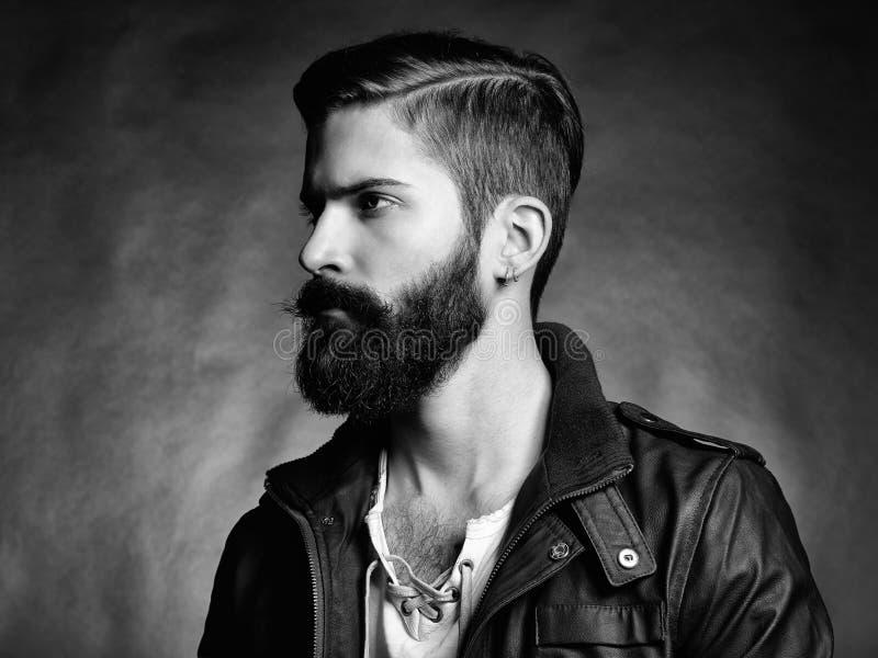 Portret przystojny mężczyzna z brodą obraz stock