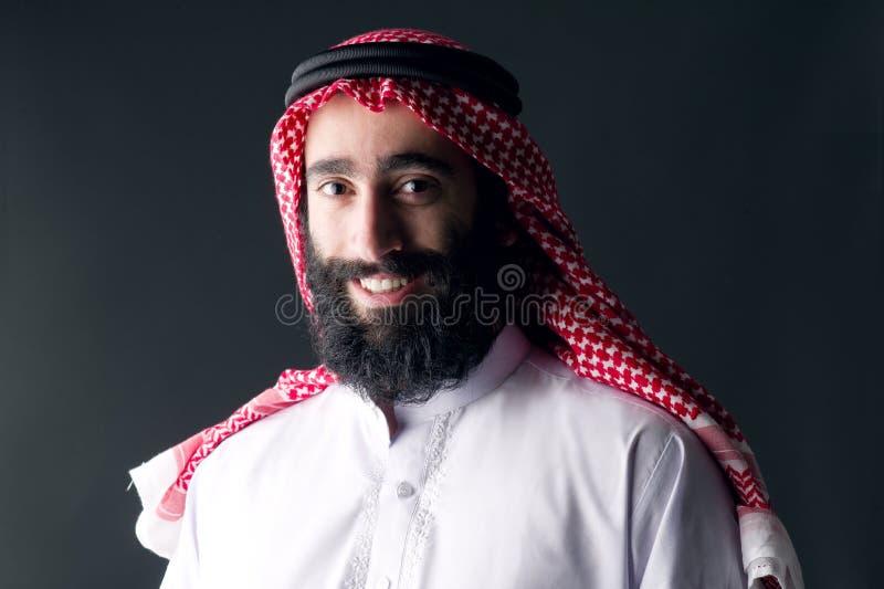 Portret przystojny młody arabski mężczyzna z sumiastą brodą fotografia royalty free
