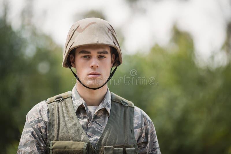 Portret przystojny militarny żołnierz zdjęcie stock