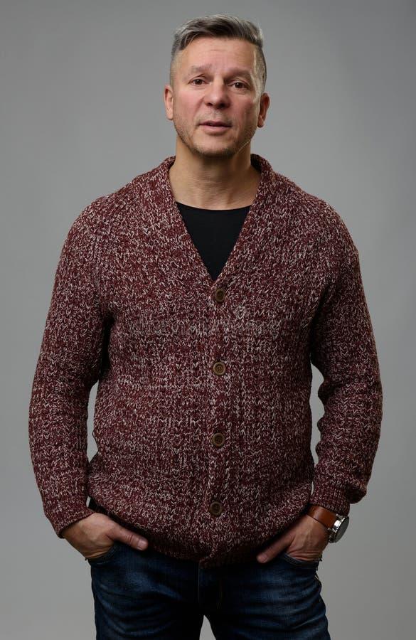 Portret przystojny w średnim wieku mężczyzna zdjęcie stock