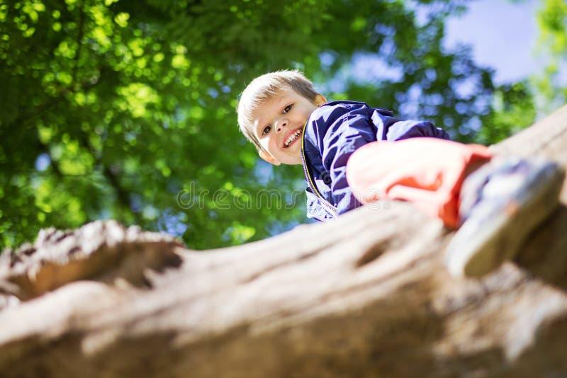Portret rozochocona preschool chłopiec fotografia stock