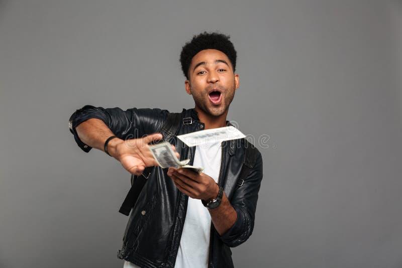 Portret rozochocony szczęśliwy afro amerykański mężczyzna zdjęcie stock