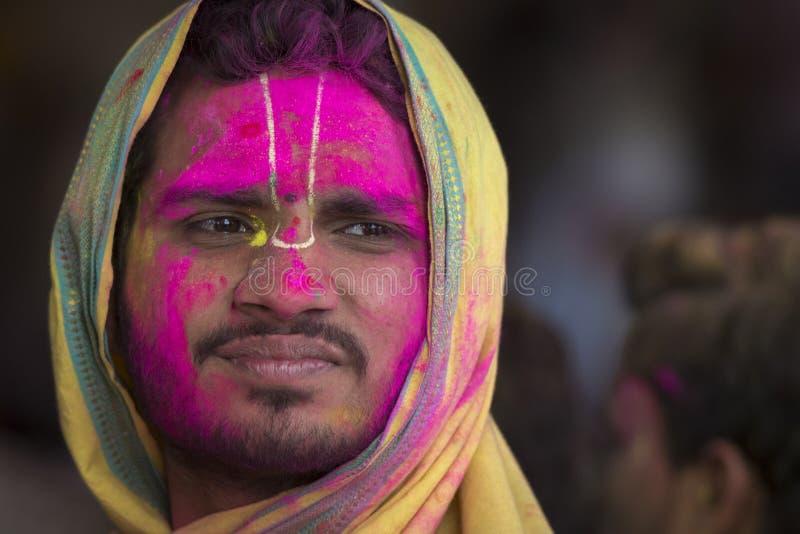 Portret Sadhu przy Nandgaon świątynią podczas Holi festiwalu, Uttarpradesh, India zdjęcie stock