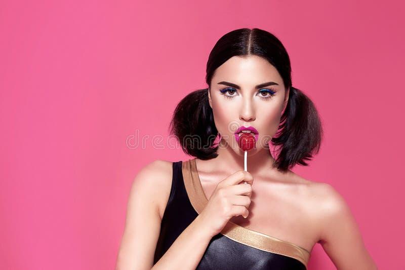Portret seksowny piękny kobiety brunetki włosianego stylu perfect bri obraz stock