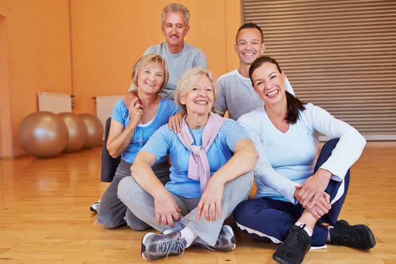 Portret seniora grupa w zdrowie obrazy stock