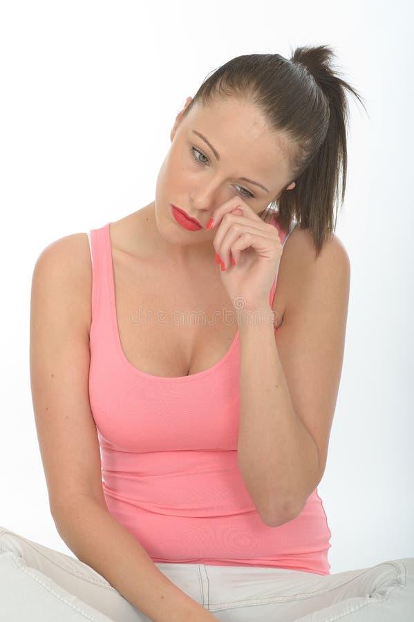 Portret Smutna młoda kobieta Wyciera łzę Od Jej oka fotografia royalty free