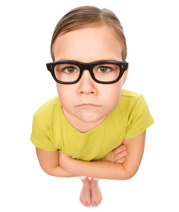 Portret smutna mała dziewczynka jest ubranym szkła obrazy stock