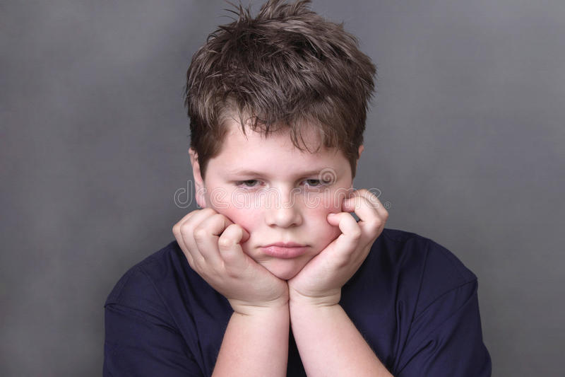 Portret smutna zmęczona chłopiec zdjęcia royalty free