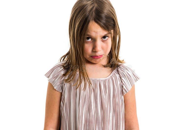 Portret smutnego p?aczu dziewczyny emocjonalny dziecko patrzeje kamer? zdjęcie royalty free