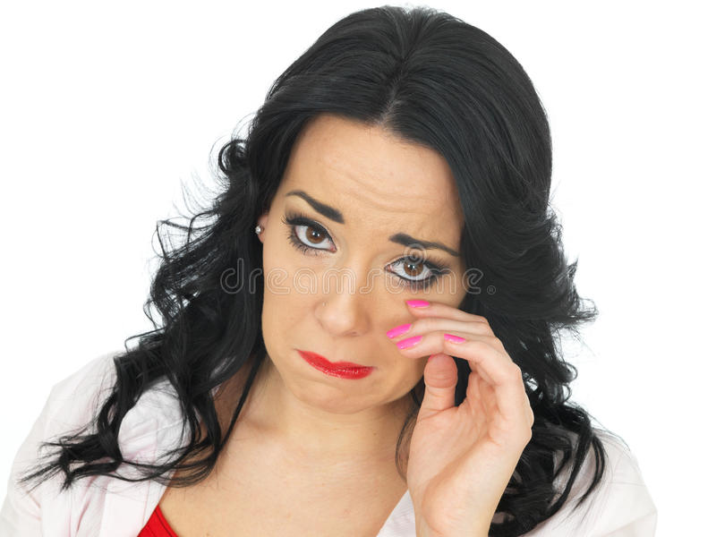 Portret Smutny Emocjonalny Zniechęcający Młody Latynoski kobiety obcieranie Drzeje Daleko od zdjęcia royalty free
