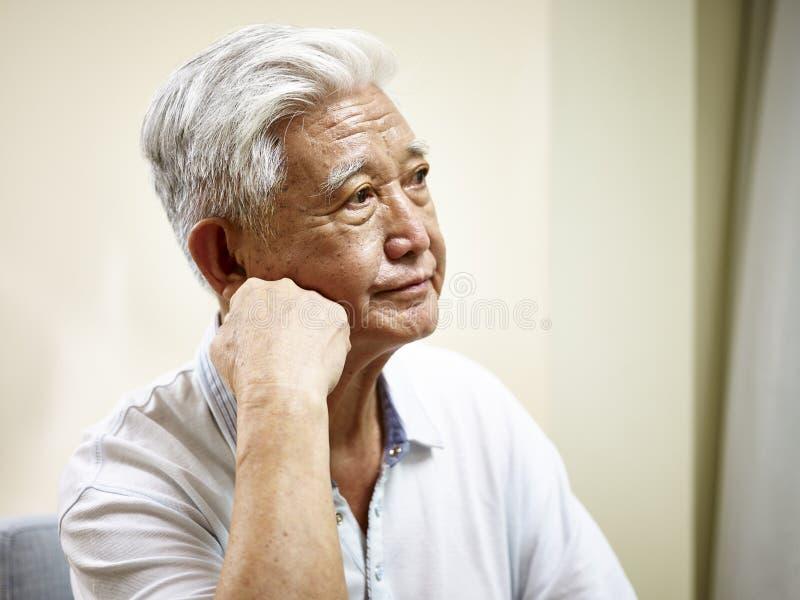 Portret smutny starszy azjatykci mężczyzna obrazy royalty free