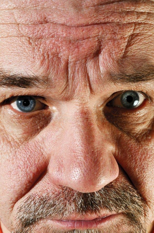 Portret smutny starszy mężczyzna z brodą fotografia royalty free
