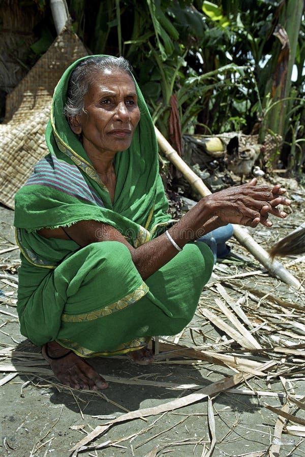 Portret stara kobieta w tradycyjnej sukni obrazy royalty free