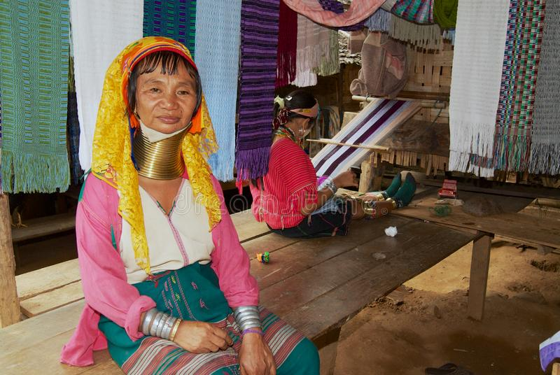 Portret starsza kobieta Lahwi Padaung szyi wzgórza Długi plemię w Kayan wiosce w Mae Hong synu, Tajlandia obraz stock