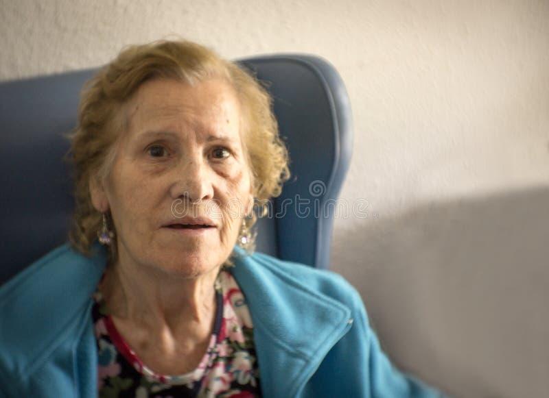 Portret starsza kobieta z starczą demencją fotografia stock