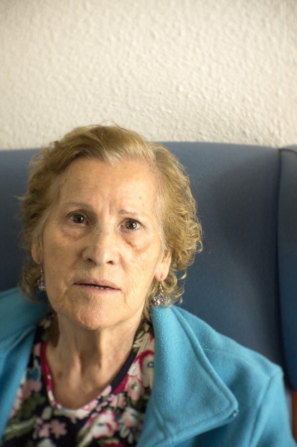 Portret starsza kobieta z starczą demencją obrazy royalty free