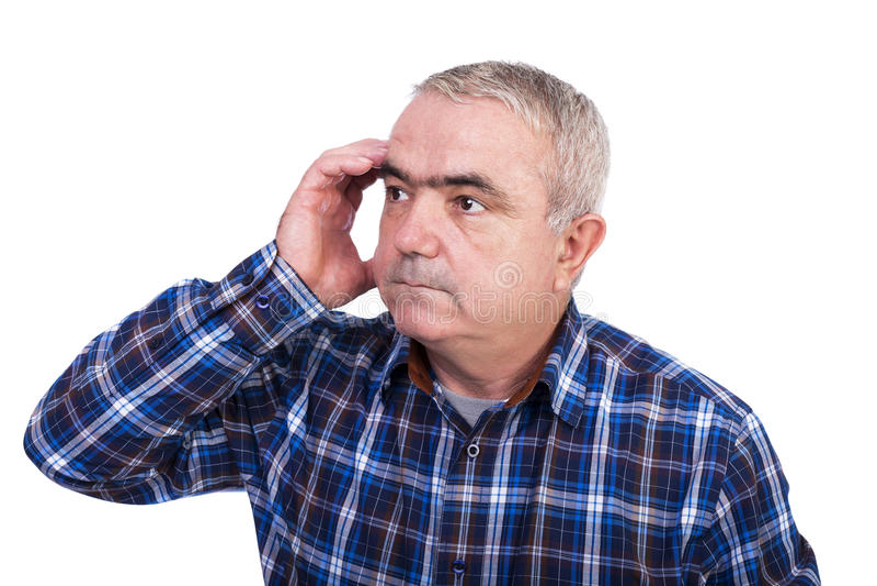 Portret starszy mężczyzna myśleć mocno z ręką przy czołem zdjęcia stock