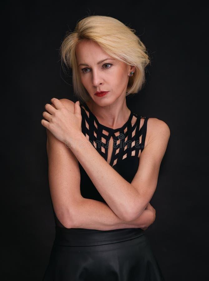 portret starzejąca się piękna odosobniona środkowa biała kobieta obraz royalty free