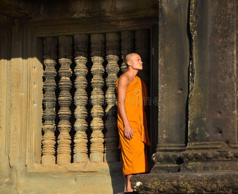 Portret strzelał niezidentyfikowany mnich buddyjski w Angkor Wat zdjęcia stock