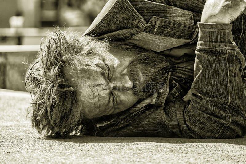 Portret sypialny bezdomny opój zdjęcie royalty free
