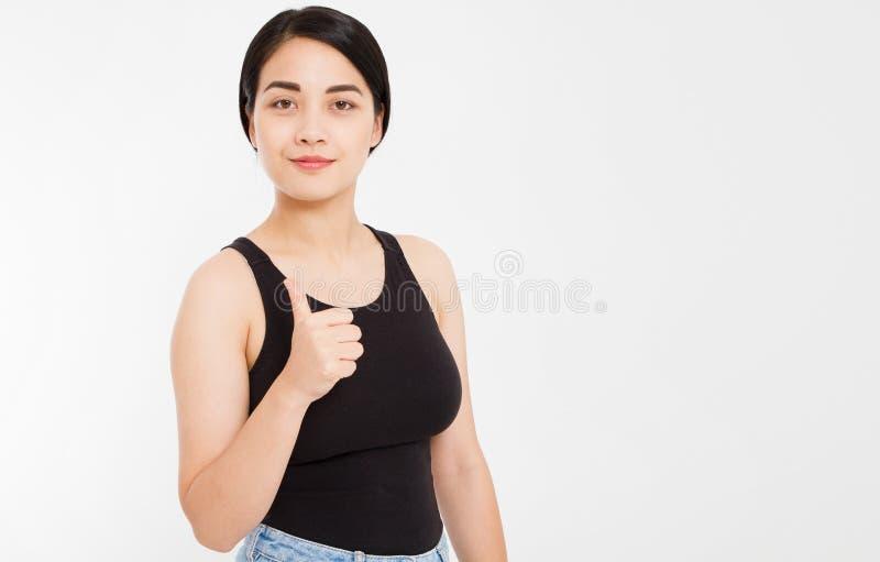 Portret szczęśliwa azjatykcia dziewczyna pokazuje jak to, aprobaty zdjęcie royalty free
