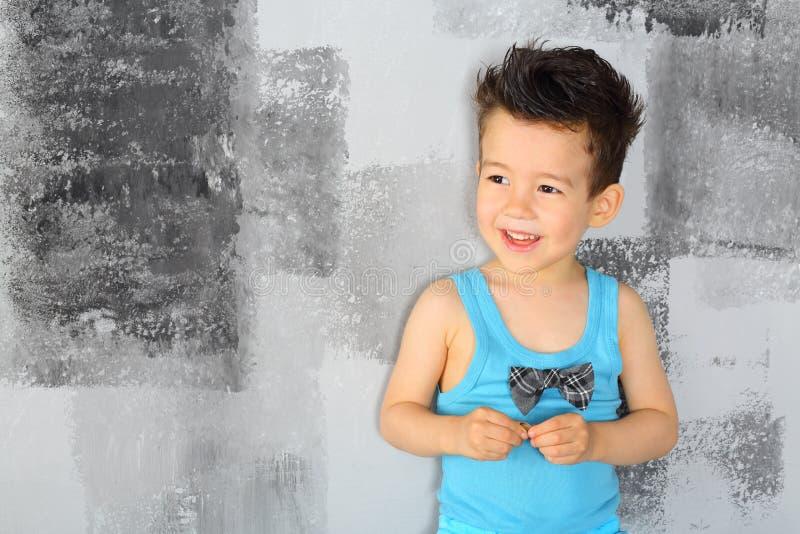 Portret szczęśliwa chłopiec zdjęcia stock
