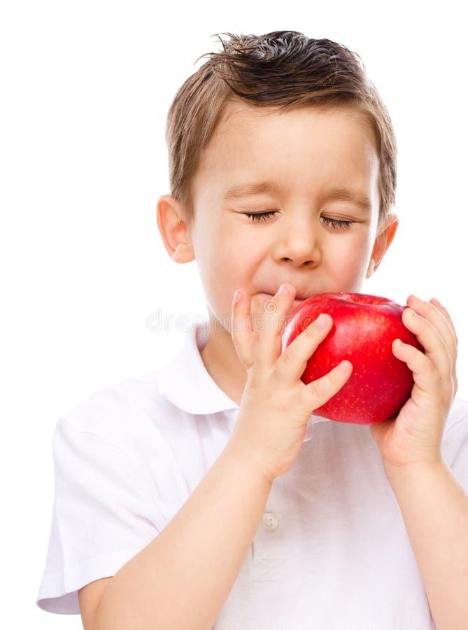 Portret szczęśliwa chłopiec z jabłkami obrazy royalty free