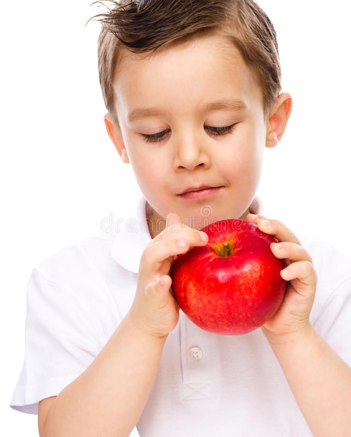 Portret szczęśliwa chłopiec z jabłkami obraz stock