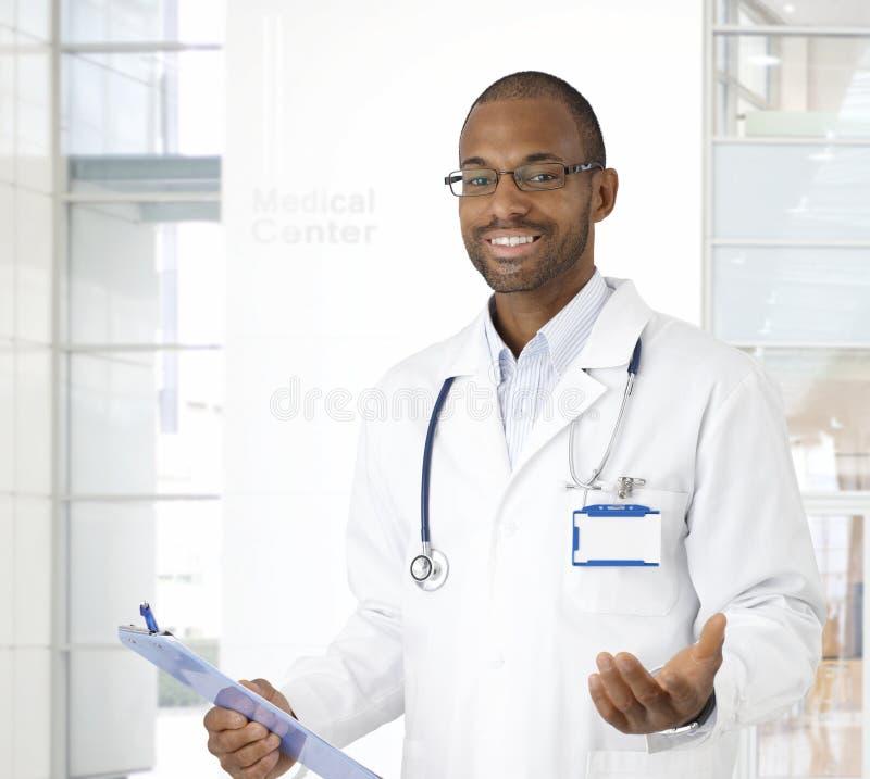 Portret szczęśliwa lekarka fotografia stock