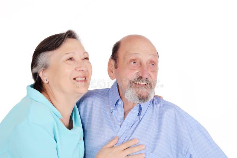 Portret szczęśliwa starsza para patrzeje kamerę zdjęcia stock