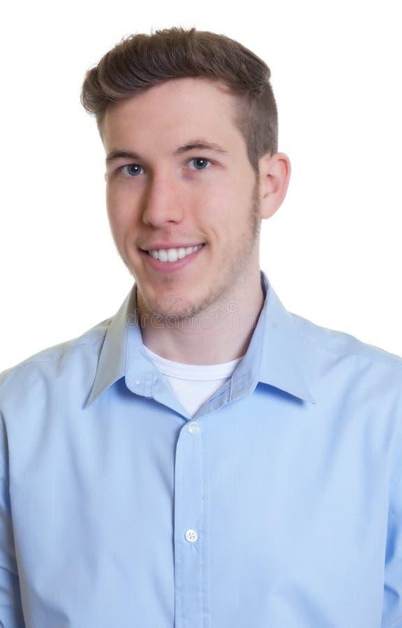 Portret szczęśliwy facet w błękitnej koszula obraz stock