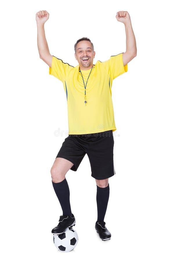 Portret Szczęśliwy gracz piłki nożnej Z futbolem zdjęcia royalty free