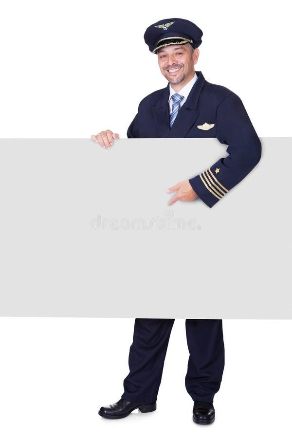 Download Portret Szczęśliwy Pilotowy Mienia Pustego Miejsca Plakat Obraz Stock - Obraz złożonej z kontrola, blank: 28969005