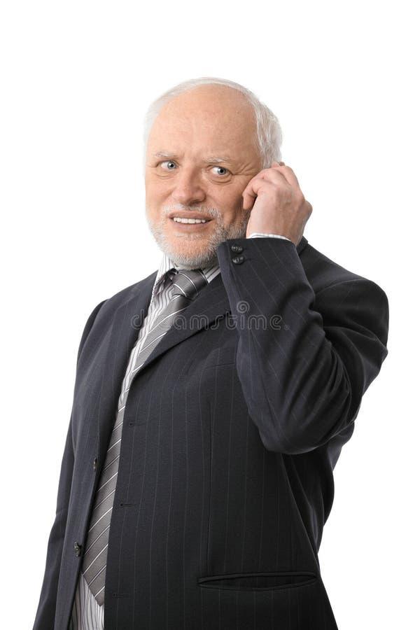 Szczęśliwy starszy biznesmen na telefonie obraz royalty free