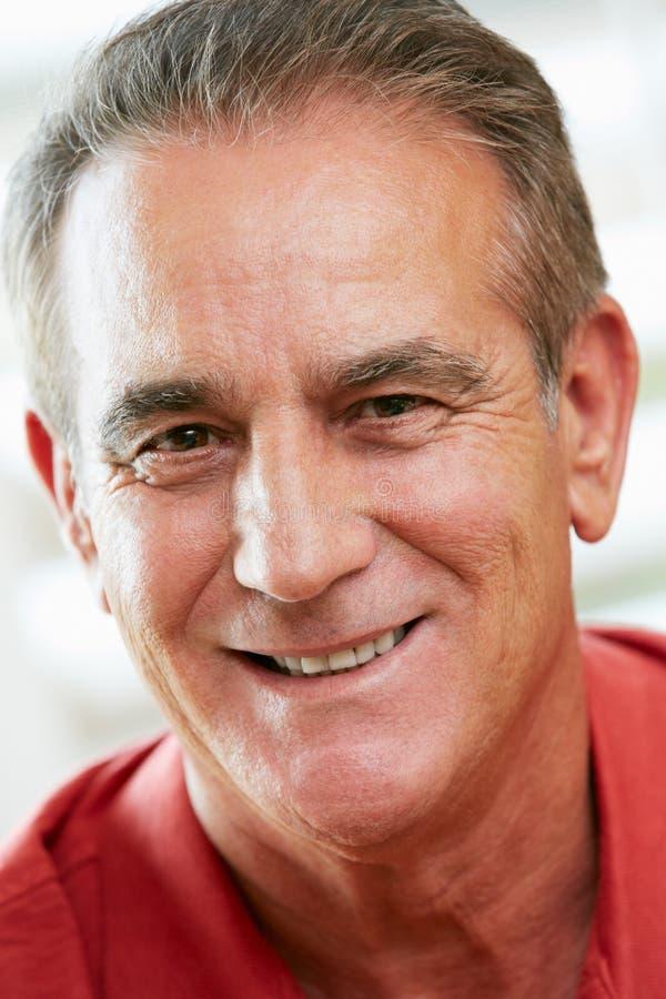 Portret Szczęśliwy Starszy mężczyzna W Domu zdjęcia royalty free