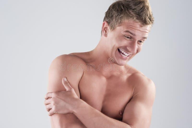 Portret szczęśliwy Uśmiechnięty Kaukaski mężczyzna Pozuje z Nagą półpostacią zdjęcie royalty free