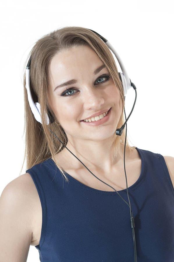 Portret szczęśliwy uśmiechnięty poparcie telefonu operator jest ubranym słuchawki. zdjęcie royalty free