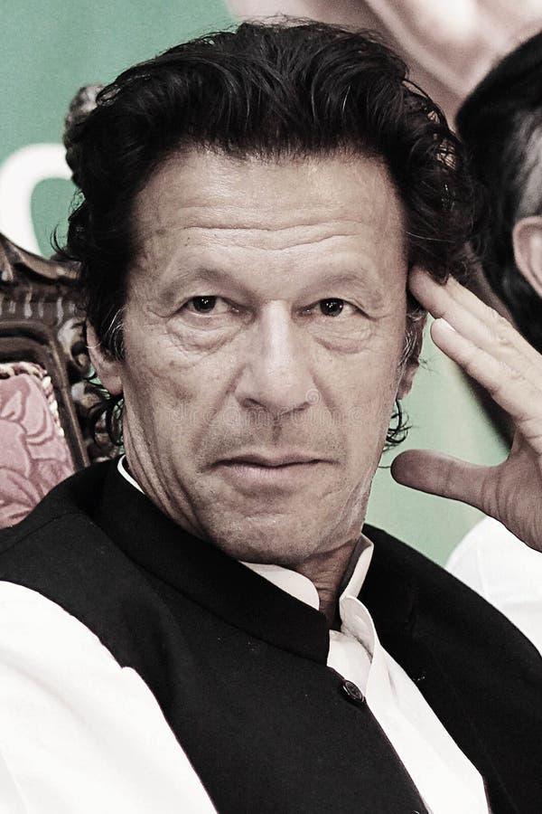 Portret - tehreek-E voorzitter Imran Khan het denken stock afbeelding