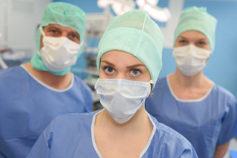 Portret trzy maskował medycznych pracowników obrazy stock