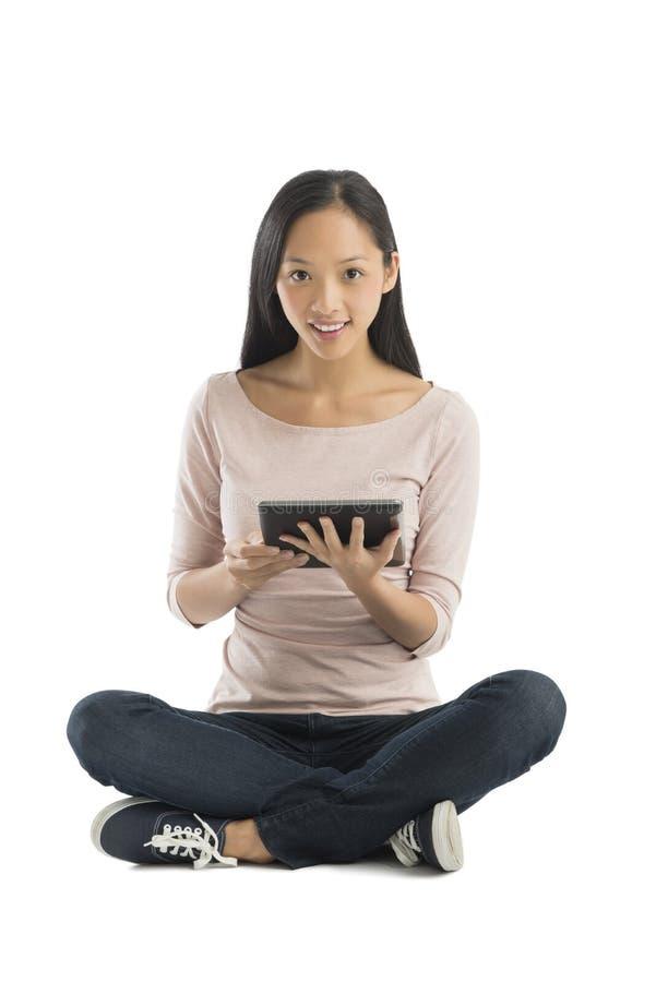 Portret Trzyma Cyfrowej pastylkę kobieta fotografia stock